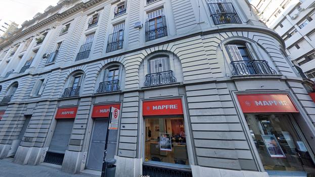 Edificio en la esquina de las calles Urquiza y Entre Ríos, donde se encuentra el apartamento donde nació el 'Che'. (Google Maps)