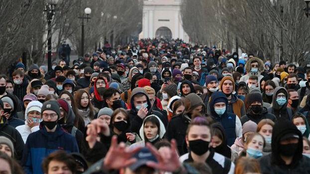 Según pudo constatar Efe, varios miles de personas acudieron a la llamada de la oposición en las cercanías del Kremlin, cifra que la policía situó en 6.500. (EFE)