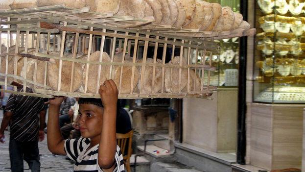 En Egipto, a cada persona le corresponden 150 hogazas al mes pero, si adquieren menos, pueden comprar otros productos por el equivalente. (CC)
