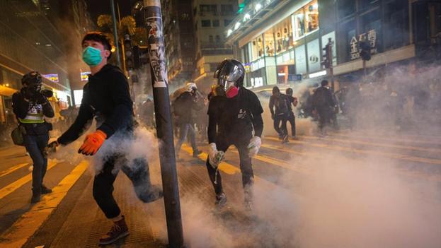 El Ejecutivo criticó la presencia de banderas independentistas hongkonesas en las protestas y recordó que promover la secesión es anticonstitucional. (EFE)