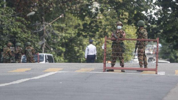 El Ejército birmano ha reprimido con brutalidad a la oposición, en muchas ocasiones disparando a matar contra manifestantes pacíficos y desarmados. (EFE)