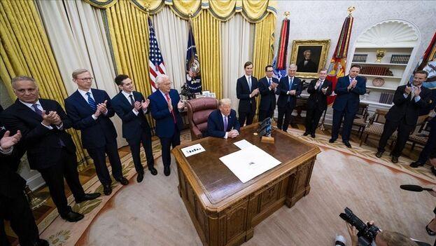 Trump anuncia el acuerdo de paz entre Israel y los Emiratos Árabes Unidos desde la Casa Blanca. (EFE/Doug Mills)