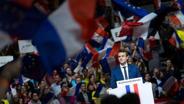 En los actos públicos de Emmanuel Macron, las banderas de la UE se mezclan con las francesas. (Facebook/ Emmanuel Macron)