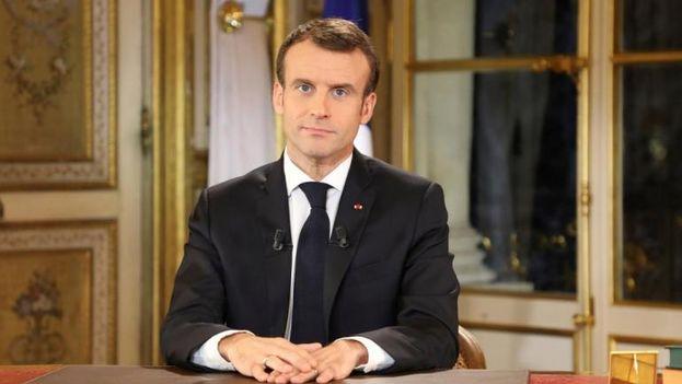 """Emmanuel Macron solicitó además a los empresarios """"que puedan"""" que entreguen a sus empleados una prima de fin de año. (Captura)"""