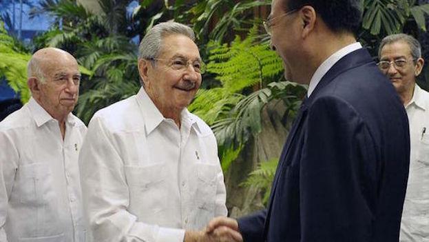 Encuentro entre Sun Zhengcai y Raúl Castro. (@EmbaCuba_Italia)