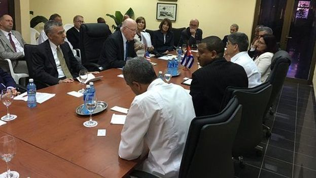 Encuentro entre la delegación bicameral estadounidense y el jefe para EE UU en el Minrex. (@Minrex)
