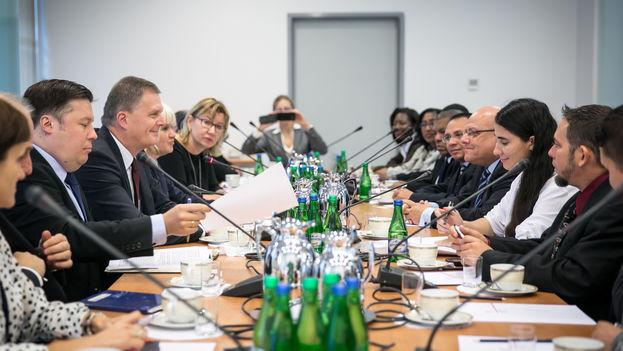Encuentro de activistas cubanos con varios representantes del Ministerio de Exteriores de Polonia