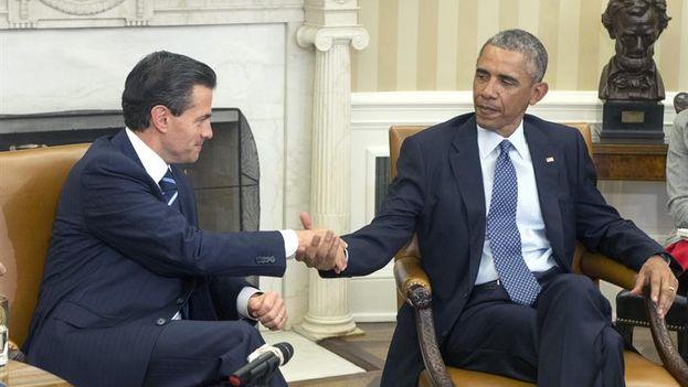 Enrique Peña Nieto y Barack Obama hablaron de la Cumbre de las Américas en la reunión que mantuvieron el pasado 6 de enero en Washington. (EFE/Michael Reynolds)