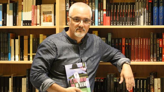 Enrique del Risco presenta su nueva compilación de relatos 'El compañero que me atiende'. (14ymedio)