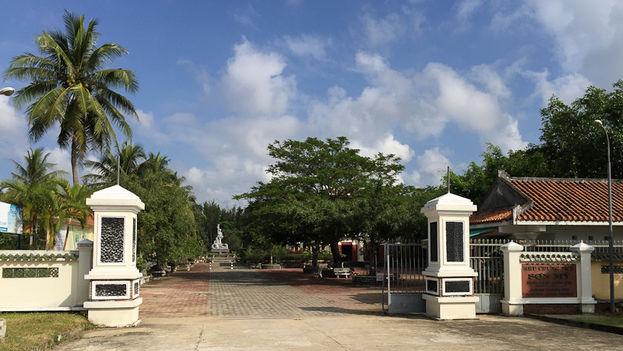 Entrada al museo Son My que recuerda la matanza de My Lai, en Vietnam. (Phu Quoc)