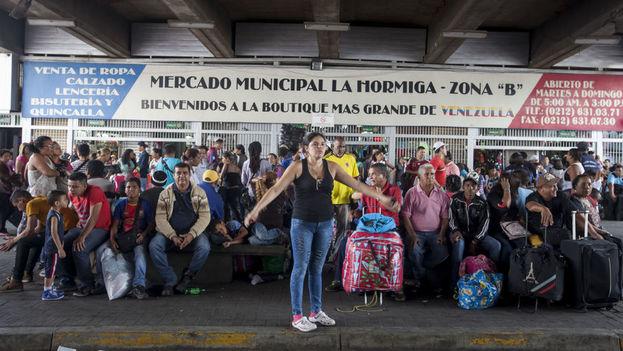 Entrada al mercado de La Hormiga en Caracas. (EFE)