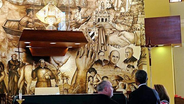 El presidente de Estados Unidos, Barack Obama durante su visita a la Ermita de la Caridad del Cobre. (EFE/ Gastón de Cárdenas)