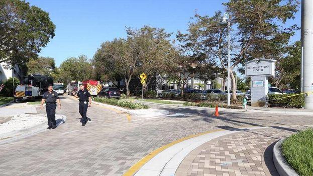 Escena a la entrada de The Rehabilitation Center at Hollywood Hills. (MiamiHerald)
