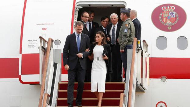 Los reyes de España aterrizando en Corea, su último viaje oficial antes de Cuba, a finales de octubre. (Casa Real)