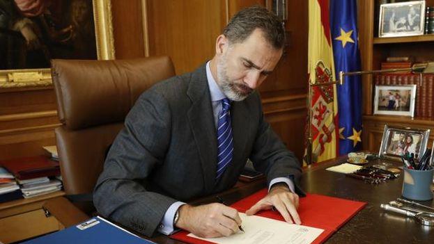 El rey de España Felipe VI confirma a Mariano Rajoy como presidente de España. (EFE)