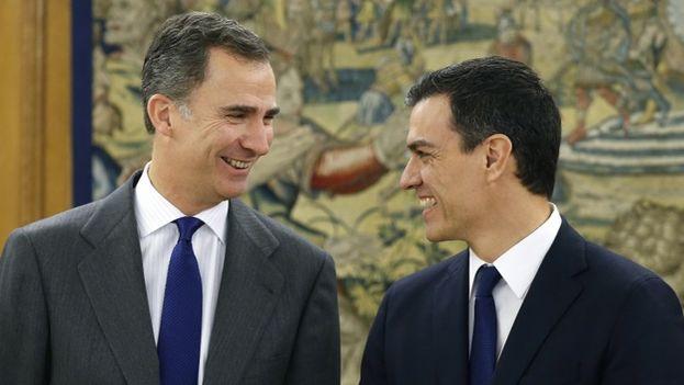 El rey de España, Felipe VI, recibe al líder del PSOE, Pedro Sánchez. (EFE)