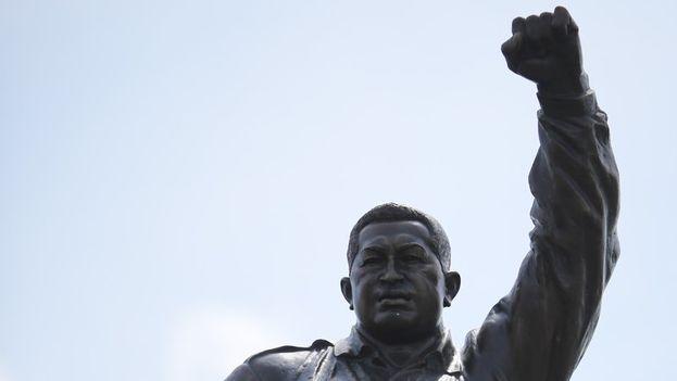 Estatua de Chávez develada por Maduro el viernes, cuando hizo el anuncio de la creación del premio. (@NicolasMaduro)