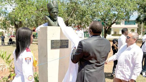 Estatua de Jomo Kenyatta inaugurada este mes en La Habana durante la visita de Uhuru Kenyatta