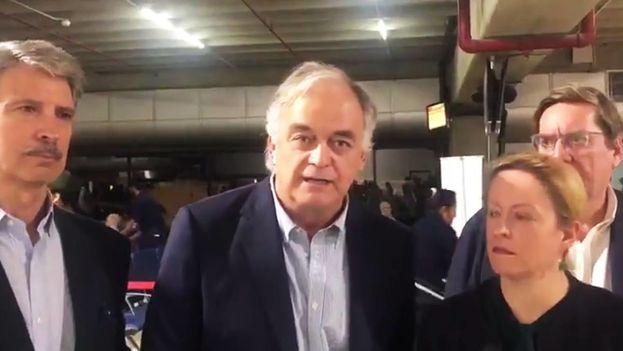 Esteban González Pons al frente de la misión de eurodiputados que pensaban entrar en Venezuela.