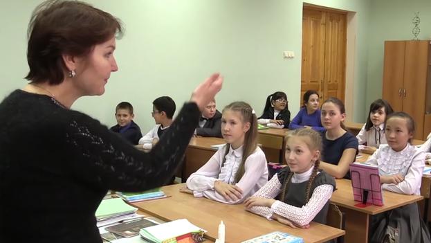 Estudiar en español se ha convertido en garantía de éxito para los estudiantes de cuatro escuelas con secciones bilingües en Moscú. (Istra.rf)