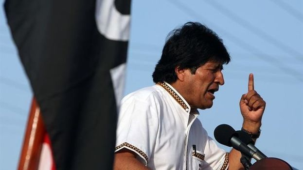 Evo Morales pronuncia un discurso durante un recorrido por Bolivia. (Archivo EFE)