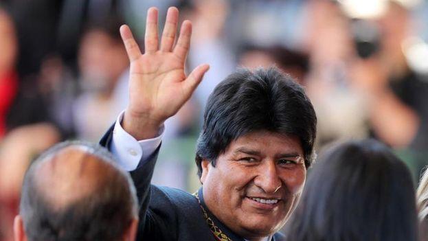 Evo Morales presentó su candidatura horas antes del cierre del plazo para la presentación de postulaciones. (EFE)