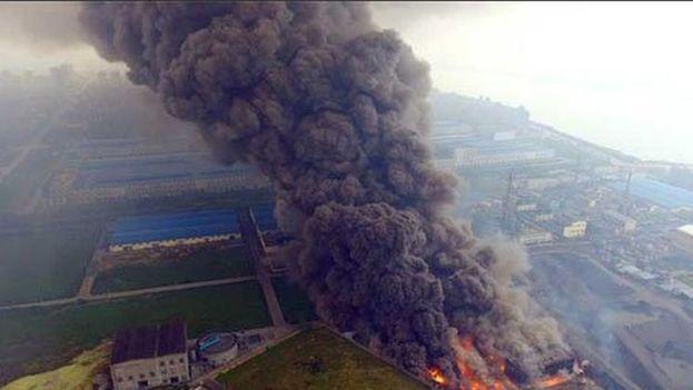 Explosión en una planta eléctrica china deja 22 muertos. (Twitter)