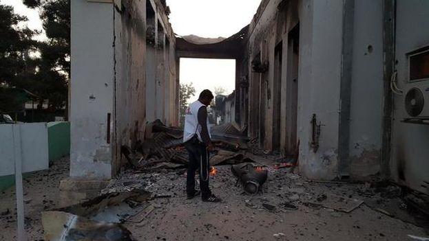 Exterior del hospital de Kunduz tras el bombardeo al que fue sometido el pasado 3 de octubre. (@MSF_Prensa )
