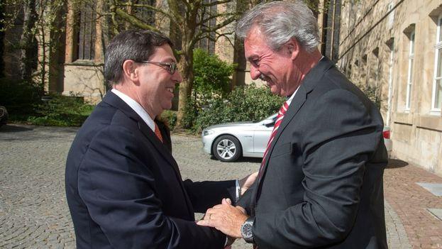 El titular de Exteriores de Luxemburgo, Jean Asselborn, y su homólogo cubano, Bruno Rodríguez. (Gobierno de Luxemburgo)