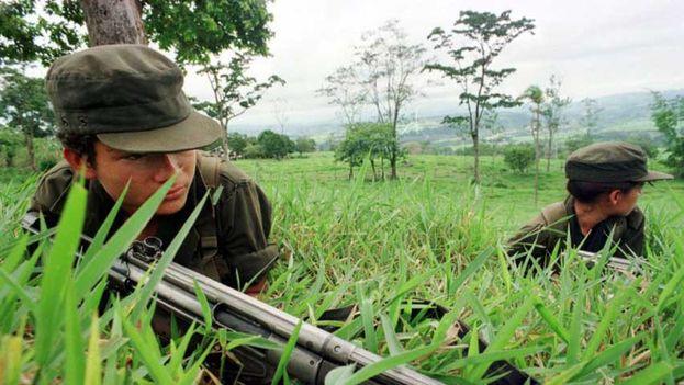 """El máximo jefe de las FARC, Rodrigo Londoño, alias """"Timochenko"""", dijo ayer que el Gobierno y la guerrilla definieron el programa para la atención de menores de edad que salgan de las filas del grupo armado y que se denominará """"Camino diferencial de vida"""". (EFE)"""