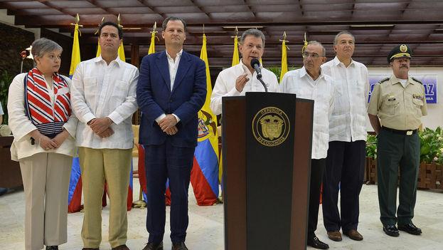 Las FARC comenzarán a dejar las armas a más tardar a los 60 días de la firma del acuerdo final, anunció el presidente Juan Manuel Santos este miércoles en La Habana. (Presidencia de Colombia)