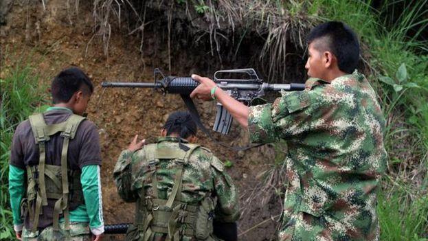 La cocaína es una mina de oro y las FARC disponen de una colosal fortuna, asegura el articulista. (EFE/Archivo)