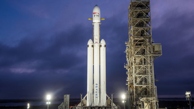 El Falcon Heavy montado en la plataforma LC-39A del Centro Espacial John F. Kennedy de la NASA. (EFE)