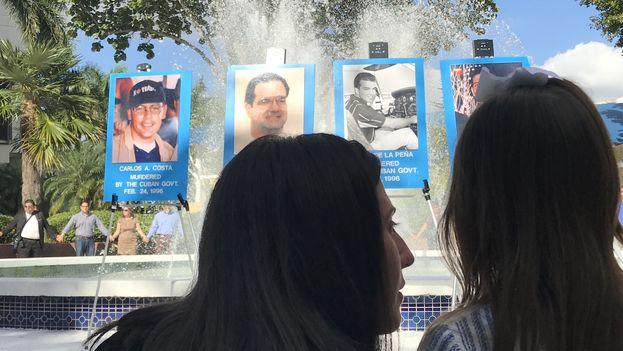 Familiares de los pilotos cubanos asesinados se reúnen cada año para rendirles tributo. (14ymedio)