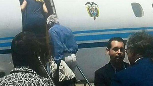 Felipe González dejó Venezuela en el avión presidencial de Colombia. (@vtvcanal8)