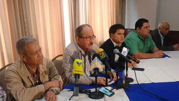 Felipe Mujica reclama que la oposición tenga testigos en todas las mesas, algo que, afirma, no depende del Gobierno. (@RCTVenlinea)