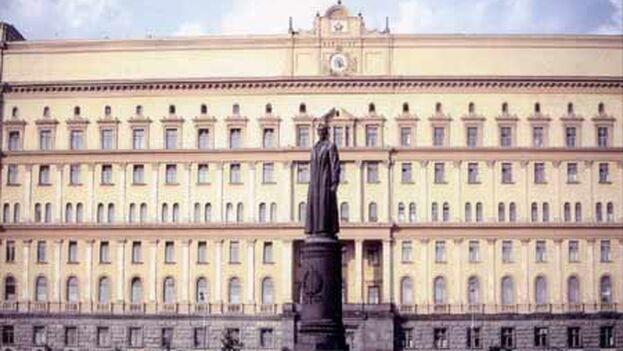 La estatua de Félix Dzerzhinski en los años sesenta, cuando se encontraba en la plaza Lubianka, frente a la sede del KGB, en Moscú. (Archivo)