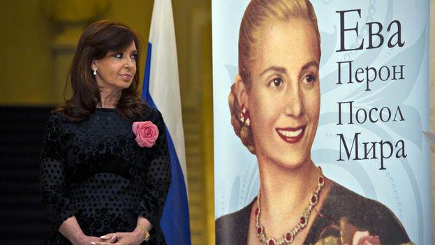 Cristina Fernández de Kirchner aprovechó su visita a Moscú para inaugurar una muestra sobre Evita en el Museo Histórico de Moscú. (@CFKArgentina)