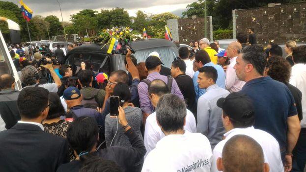 Una multitud acudió a despedir a Fernando Albán, enterrado este miércoles con tratamiento de mártir. (@Pr1meroJusticia)