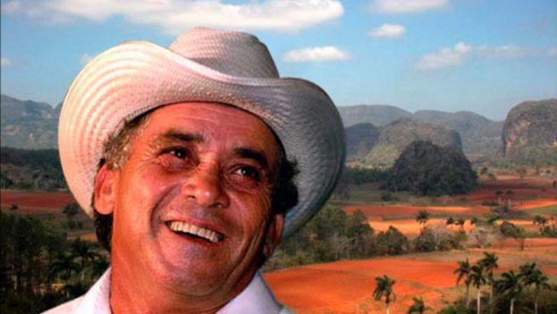 El artista Fernando Borrego Linares, conocido como Polo Montañez, falleció en un accidente de tráfico el 26 de noviembre de 2002