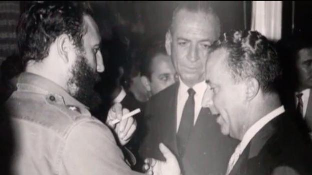 Fidel Castro con el embajador suizo en la Isla, Emil Stadelhofer. (Gobierno de Suiza)