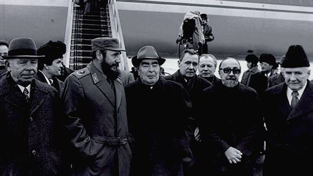 Fidel Castro con Leonid Brezhnev en la URSS. (CC)