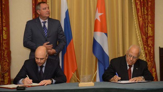El ministro de Finanzas ruso, Antón Siluyánov, y el vicepresidente del Consejo de Ministros de Cuba, Ricardo Cabrisas. (@DRogozin)