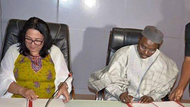 Firma del memorando por el que Chad se compromete a realizar los pagos atrasados que tiene con la Isla. (apanews)