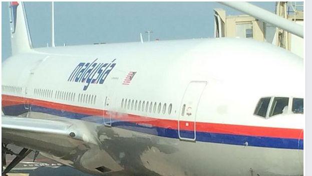 Fotografía del avión siniestrado subida por un pasajero antes de embarcar.