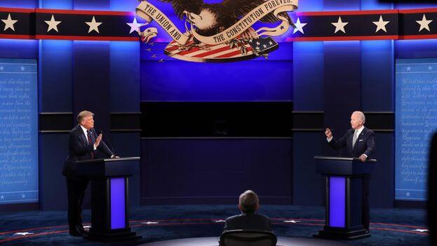 Fotografía tomada el pasado 29 de septiembre en la que se registró al presidente de Estados Unidos, Donald Trump (i), y al exvicepresidente estadounidense y precandidato demócrata a la Casa Blanca, Joe Biden (d), durante el primer debate presidencial, en Cleveland (Ohio, EE UU). (EFE)
