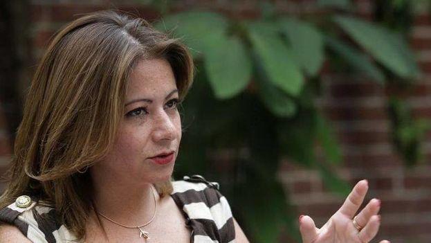 Fotografía fechada el 24 de mayo de 2018 que muestra a Myrna Díaz, exsobrecargo en la aerolínea mexicana Global Air, durante una entrevista en Ciudad de México. (EFE)