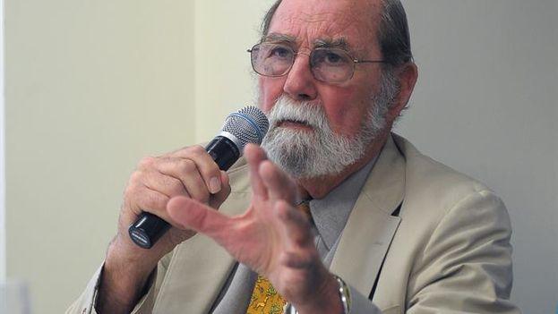 Fotografía de archivo del 30 de mayo de 2013, del exencargado de la Sección de Intereses de EE UU en Cuba Wayne Smith. (EFE/ Lenin Nolly)