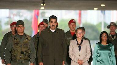 Fotografia cedida por prensa de Miraflores donde se ve a Nicolás Maduro vestir como militar en un acto de gobierno el pasado 17 de febrero del 2020, en Caracas. (EFE)