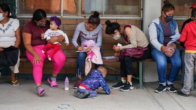 Fotografía de archivo de migrantes en la ciudad de Tijuana, estado de Baja California (México). (EFE/Joebeth Terriquez)